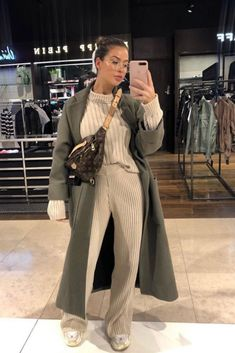 It is the time of comfortable outfits. Trendy Fall Outfits, Winter Fashion Outfits, Fall Winter Outfits, Look Fashion, Stylish Outfits, Autumn Winter Fashion, Cute Outfits, Fashion Black, Comfortable Outfits