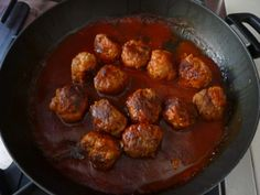 Meatballs with veggies. Every family has their meal time battles. Some kids won't eat meat. Some kids won't eat vegetables. Some kids won't eat anything unless it is doused in tomato sauce. Healthy Meals For Kids, Kids Meals, Healthy Eating, Healthy Recipes, Baby Food Recipes, Cooking Recipes, Toddler Recipes, Toddler Food, Hidden Vegetables