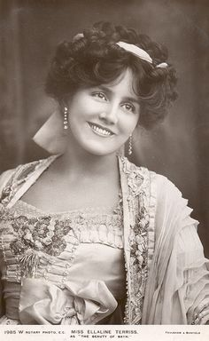 Ellaine Terriss (1871-1971). English actress and singer, best known for her performances in Edwardian musical comedies. She met and married an actor-producer in 1893, and the two collaborated on many projects for the stage and screen. She starred in silent film and transitioned to talkies and made her last film in 1939.