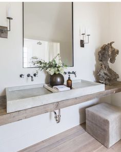 Rustic Modern Bathroom by Kaemingk Design. Photo: Alyssa Rosenheck - Rustic Modern Bathroom by Kaemingk Design. Modern Bathroom Design, Bathroom Interior Design, Modern House Design, Home Design, Decor Interior Design, Bathroom Designs, Rustic Modern Bathrooms, Bathroom Ideas, Bathroom Mirrors