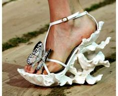 75 Sculptural Shoes - From Extreme Haute Platforms to Anatomic Footwear (CLUSTER)