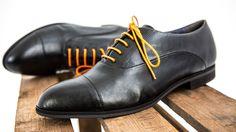 Unsere Schuhe sind vegan und nachhaltig. Sie werden in liebevoller Handarbeit in Pirmasens (Rheinland-Pfalz) von der Familie Siebert hergestellt.