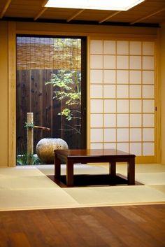 Tatami room with sunken seating (horigotatsu) and garden (Photo by Kodai Masuda) - Kyoto townhome rental