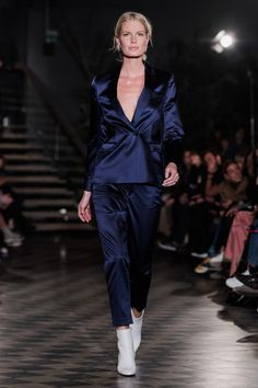 ABOUT Built on Scandinavian simplicity, Filippa K is a fashion brand designing essential wardrobe pieces for women and men, including shoes, bags and accessories. Founded in Filippa K quickly… Fashion 2018, Fashion Show, Fashion Design, Blazer Dress, Jacket Dress, Stockholm Fashion Week, Red Carpet Ready, Tailored Jacket, Trends