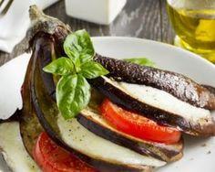 Aubergine au four, tomate et mozzarella : http://www.fourchette-et-bikini.fr/recettes/recettes-minceur/aubergine-au-four-tomate-et-mozzarella.html