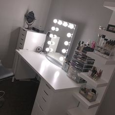 Elegant Makeup Room Checklist & Idea Guide for the best ideas in Beauty Room decor for your makeup vanity and makeup collection. Makeup Beauty Room, Beauty Vanity, Makeup Rooms, Makeup Tips, Vanity Room, Diy Vanity, Ikea Vanity, Vanity Area, Furniture Vanity