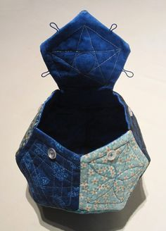 Pentagon Box Bag Tutorial - My best diy and craft list Quilting Tutorials, Sewing Tutorials, Sewing Projects, Bag Tutorials, Bag Sewing Pattern, Sewing Patterns, Wallet Pattern, Tote Pattern, Purse Patterns