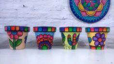 macetas quereme coqueta - pintadas a mano Flower Pot Crafts, Clay Pot Crafts, Diy Crafts, Painted Flower Pots, Painted Pots, Hand Painted, Painted Pebbles, Diy Recycle, Pebble Painting
