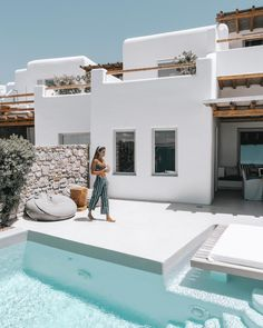 A Beginner s Guide to Greek Island Hopping With a Group Stay at Cavo Tagoo Mykonos Design Exterior, Interior And Exterior, Wall Exterior, Interior Modern, Cavo Tagoo Mykonos, Greek Island Hopping, Greek House, Pool Designs, Future House