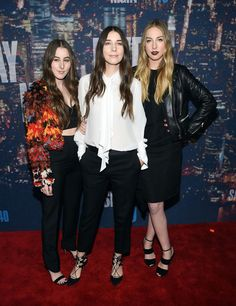 The Haim Sisters Say Taylor Swift Is a Carrie Bradshaw -Cosmopolitan.com
