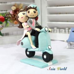 Wedding Cake topper Wedding Clay Couple on Vespa in por AsiaWorld