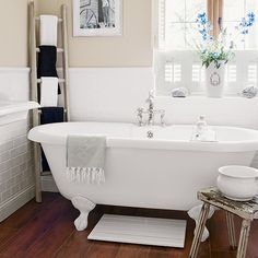 Cream country bathroom with dark floor | Decorating