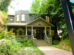 The DiLaurentis House Pretty Little Liars Warner Bros Sets (8 of 25)