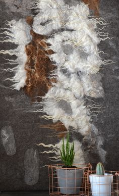 wandkleed viltkleed wandpaneel vilt wolvilt felted raw wool wall hanging sheep felt pelt Wool Wall Hanging, Hanging Art, Felt Cushion, Burlap Art, Felt House, Felt Pictures, Wool Art, Nuno Felting, Handmade Felt