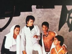 Michael Jackson & his brothers during a photo shoot. The Jackson Five, Randy Jackson, Michael Jackson Rare, Michael Love, Jackson Family, Jackie Jackson, Invincible Michael Jackson, Name Pictures, Vintage Black Glamour