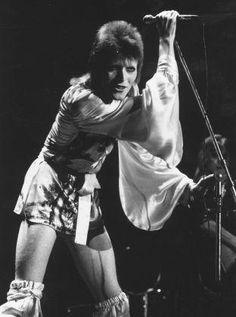 David-Bowie-Peter-Gabriel-Steve-Wood-Hulton-Archive