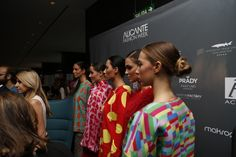 Los maniquíes humanos de Agatha Ruiz dela Prada llenan de color el Pop Up Store de Alicante Fashion Week. #AFW