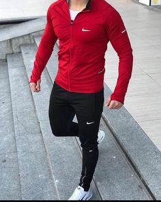 Explore the latest men's fashion must haves for 2018 with Farfetch. Adidas Outfit, Nike Outfits, Sport Outfits, Stylish Men, Men Casual, Nike Clothes Mens, Gym Outfit Men, Denim Shirt Men, Gym Style