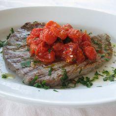 Filetti di tonno alla griglia con pomodorini marinati -