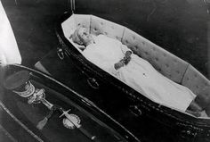 Eva Perón's body was kept on her husband's dining table. Finally after 20 years, she was buried in a steel vault.