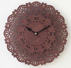 繊細な透し彫りを施した木製の壁時計。サイズ:直径28センチ。 素材:4ミリ厚の共芯シナ合板。自然塗料で着色。単三電池一個で稼働します。 軽いので、壁にはピンで...|ハンドメイド、手作り、手仕事品の通販・販売・購入ならCreema。