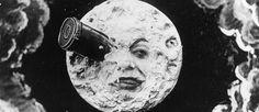 http://mundodecinema.com/viagem-a-lua/ - Estávamos no ano de 1902 quando George Méliès sonhou mais alto do que todos os outros e fez A Viagem à Lua. O filme do ilusionista francês tem pouco mais de 8 minutos, acompanha a aventura de 5 astronautas e foi um grande sucesso na altura do lançamento. Conheça toda a história neste post e veja o filme.