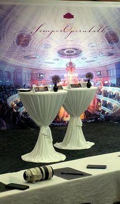 Pressekonferenz Semperopernball Dresden #Tontechnik #Konferenztechnik #StehtischAndromeda #Semperoper #Dresden #Mietmöbel #Stehtischhusse #stoeverva