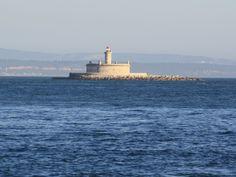 O Forte de São Lourenço do Bugio, localiza-se a meio das águas da foz do rio Tejo, na direcção da Cova do Vapor, Trafaria. O forte foi construído a partir da ideia que Portugal necessitava de uma fortificação para a barra do rio Tejo, com a função de protecção do acesso marítimo à cidade de…