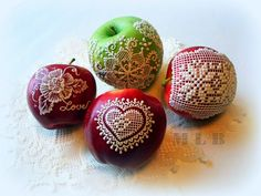 My little bakery :): Fresh apples decorated with Royal icing...