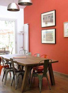 Une salle à manger se doit d'être chalereuse pour accueillir ses convives. Privilégiez des teintes colorées qui donnent la joie de vivre !   Crédit photo : showhome.nl  http://www.dessolsetdesmurs.com/catalogsearch/result/index/?couleurspeinture=300&q=peinture