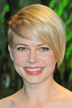 Michelle Williams Asymmetric Short Hairstyle - Best Tomboy Hairstyles for Girls Tomboy Hairstyles, Blonde Haircuts, Haircuts For Long Hair, Cool Haircuts, Trendy Hairstyles, Round Face Haircuts, Hairstyles For Round Faces, Jennifer Aniston, Short Asymmetrical Hairstyles