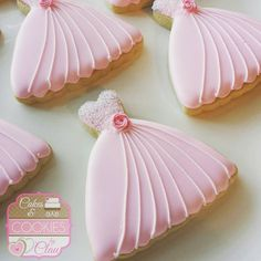 Quinceanera cookie favors have become increasingly popular because not only are they delicious, but they're also super easy to personalize! Fancy Cookies, Iced Cookies, Cute Cookies, Cupcake Cookies, Cupcakes, Sugar Cookie Icing, Royal Icing Cookies, Sugar Cookies, Owl Cookies