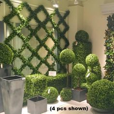 Artificial Boxwood Trellis Espalier with UV protection that is long lasting Jardin Vertical Artificial, Artificial Boxwood, Artificial Plants, Boxwood Landscaping, Backyard Landscaping, Boxwood Hedge, Privacy Ideas For Backyard, Landscaping Ideas, Boxwood Planters