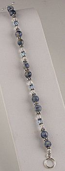 Everyday Blue Jean Bracelet (eebeads.com)  Free tutorial.  Love this one.
