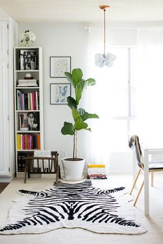 a zebra rug is a great pop in any room Living Room Decor, Living Spaces, Living Rooms, Los Angeles Apartments, Apartment Chic, Apartment Living, Home Pictures, Interior Inspiration, Room Inspiration