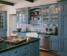Modern Farmhouse Kitchen Decor Ideas: Modern Farmhouse Kitchen Design Ideas 08 – Your Home Design Blue Kitchen Cabinets, Kitchen Cabinet Colors, Painting Kitchen Cabinets, Kitchen Paint, Kitchen Colors, New Kitchen, Kitchen Country, Yellow Cabinets, Kitchen White
