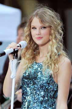 Discovered by grae. Find images and videos about Taylor Swift and icon on We Heart It - the app to get lost in what you love. Taylor Swift Fearless, Taylor Swift Music, Taylor Swift Hot, Live Taylor, Taylor Taylor, Taylor Swift Pictures, Queen, Celebs, Celebrities