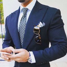 Blue suit for men with tie, pocketsquare and sunglasses — Men's Fashion Blog - #TheUnstitchd #Menswear