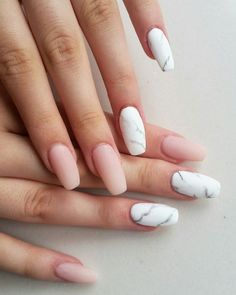 natürliche gelnägel ballerina eight ballerina shaped nails four are pink nude matte nails and four have marble-like motifs in white and grey Nude Nails, Pink Nails, My Nails, White Nails, Fall Nails, Summer Nails, Matte Nails Glitter, Yellow Nail, Green Nail