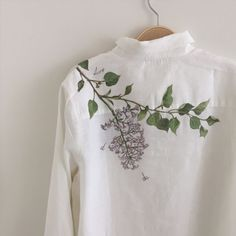 Free To Do List, Paint Shirts, Hand Painted Fabric, Painted Clothes, Fabric Painting, My Wardrobe, Fabric Crafts, Embroidery Designs, Girl Outfits