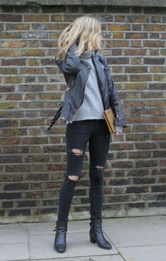 Perfecto cropped jean street look casual Young Hearts Run Free Fashion Me Now, Fashion Mode, Look Fashion, Passion For Fashion, Fashion Trends, Net Fashion, Street Fashion, Fashion News, Looks Street Style