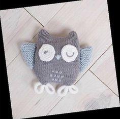 On sort les aiguilles! Pour ce post, je vous propose un modèle de doudou Knitting Projects, Crochet Projects, Knitting Patterns, Knit Crochet, Crochet Hats, Softies, Baby Knitting, Lana, Kids Rugs