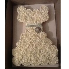Bridal Shower Pull Apart Cupcake Cake Tutorial - might do this for a sweet 16 too. Deco Cupcake, Cupcake Cakes, Cupcake Ideas, Cupcake Decorations, Cookie Ideas, Wedding Events, Our Wedding, Dream Wedding, Weddings