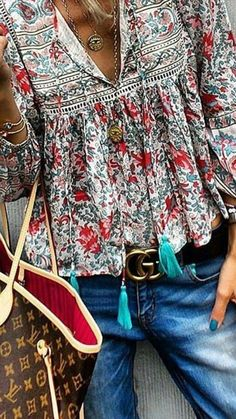 Floral print boho blouseYou are in the right place about Women Blouse chic Here we offer you the most beautiful pictures about the Women Blouse style you are looking for. When you examine the Floral print boho blouse part of the picture you can get Fashion Mode, Fashion 2018, Cute Fashion, Trendy Fashion, Boho Fashion, Style Fashion, 90s Fashion, Boho Outfits, Hipster Outfits