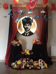 10 Kasim Atatürk kösesi Preschool Classroom, Classroom Decor, Painting Lessons, Art Lessons, Turkey Holidays, National Holidays, Party Activities, Pre School, Art Education