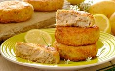 Tasty Tuna & Chive Fishcakes: tuna is such a versatile pantry item – why not use those tins in your cupboard to prepare these tasty – great to use as a left-over too! for picnic picnic picnic Fish Dishes, Seafood Dishes, Fish And Seafood, Savory Snacks, Snack Recipes, Cooking Recipes, Recipes Dinner, Dinner Ideas, Healthy Recipes