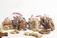 Badger's Barkery create gourmet dog treats. This festive 4x110g bag bundle makes a perfect gift or great stocking fillers. Each clear bag is decorated with Christmas ribbon. Our gourmet products contain no added salt, sugar or colouring and are 100% preservative free.  Bundle includes the following popular treats:  Mac's Barcotti's, Maggie's Healthy Bones, Badgers Gingerbread Posties, Ike's Muddy Paws. Treats naturally so good, and your dog will love them!