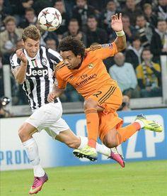 El defensa brasileño del Real Madrid Marcelo en una acción del encuentro ante la Juventus (2-2) en Turín. [05.11.13]