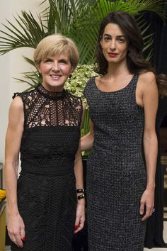 Australian Foreign Minister Julie Bishop has met with human rights lawyer Amal Clooney in New York to boost a campaign to help refugee women in the Middle East. Fashion Over 50, Girl Fashion, Fashion Looks, Fashion Ideas, New York Street Style, Street Style Looks, London Style, Amal Clooney, George Clooney