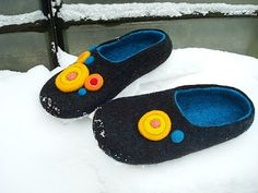 cool shoes Felted Wool Slippers, Felt Shoes, Comfy Shoes, Wool Felt, Shoe Boots, Cool Stuff, My Style, Nuno, Felting